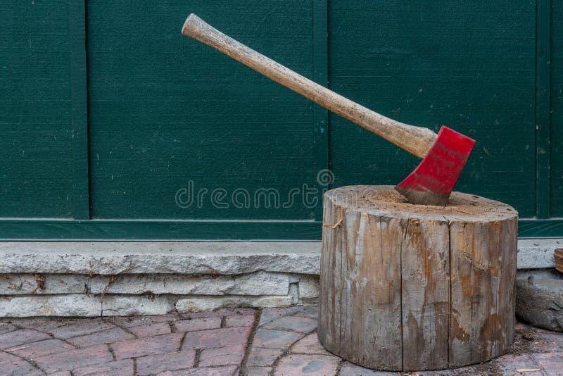 Espaço vermelho do machado e da cópia fotos de stock
