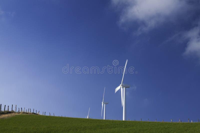 España, Galicia, turbinas de viento imagen de archivo
