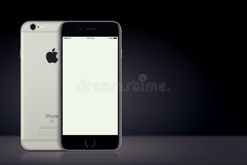 Espace a parte dianteira e o verso do modelo do iPhone 7 de Gray Apple no fundo escuro com espaço da cópia fotos de stock royalty free