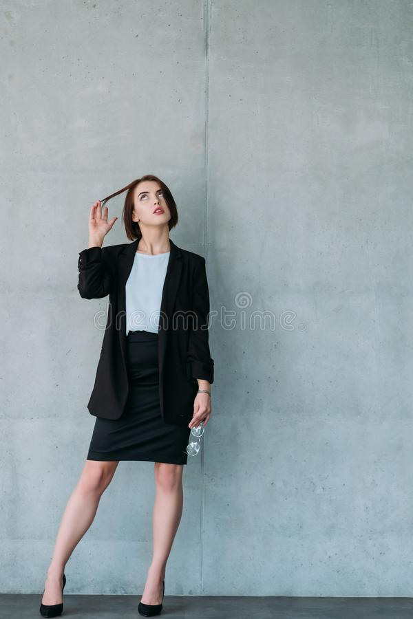 Espacio ambicioso joven de la copia del interno de la mujer de negocios fotos de archivo