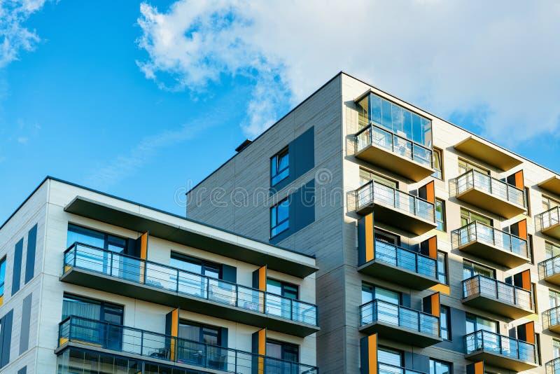 Espacio complejo de la copia de las propiedades inmobiliarias de edificios residenciales de los edificios de apartamentos imagen de archivo