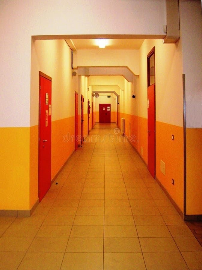 Espacio conectivo en High School secundaria fotos de archivo