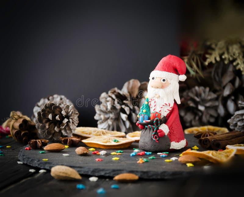 Espacio de Santa Claus de la estatuilla de la Navidad de las tarjetas para el texto, foco selectivo fotografía de archivo libre de regalías