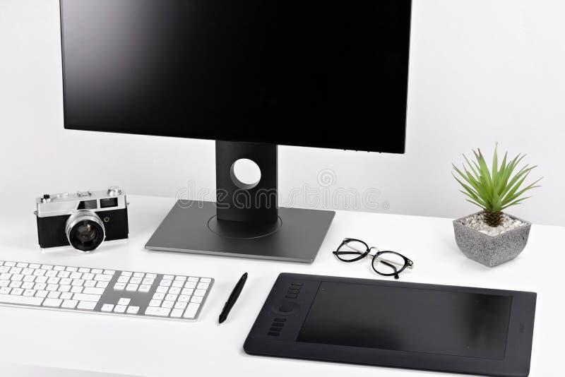 Espacio de trabajo blanco claro mínimo imagen de archivo libre de regalías
