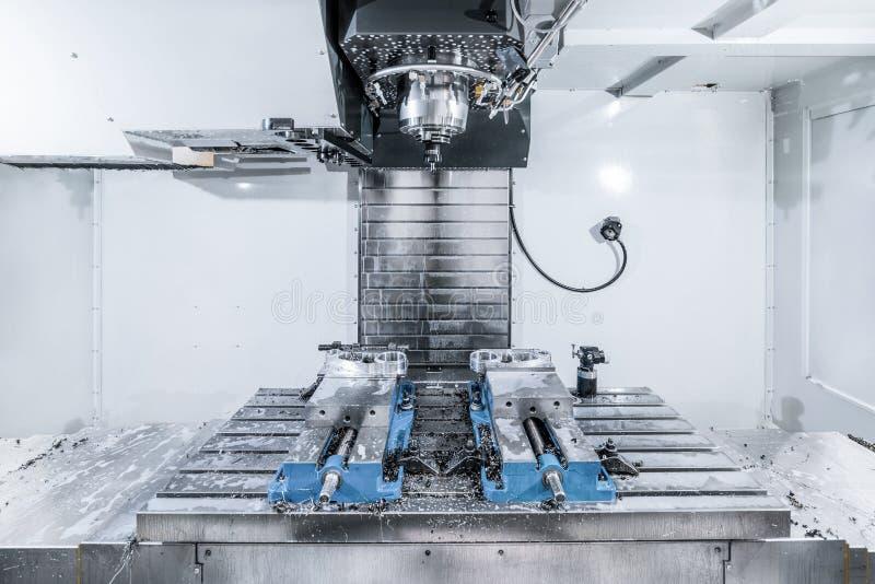 Espacio de trabajo de la fresadora moderna del CNC fotografía de archivo