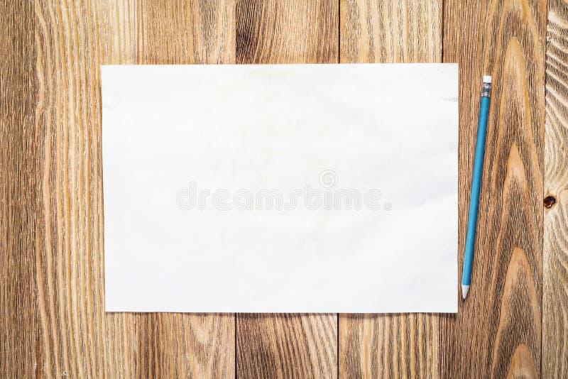Espacio de trabajo del negocio con la hoja de papel fotos de archivo