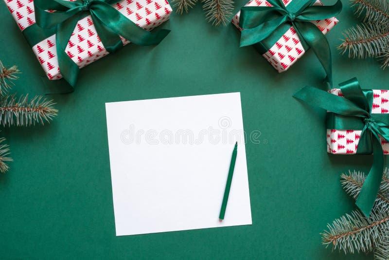 Espacio en blanco de la Navidad para la letra a Papá Noel en verde invitación Espacio para los deseos Visión superior imágenes de archivo libres de regalías