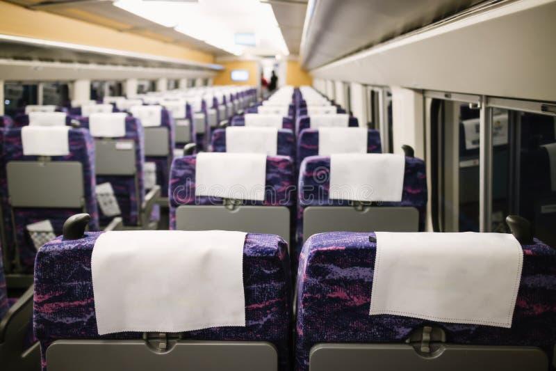 Espacio en blanco de la parte posterior de la silla, compartimiento interior del tren de alta velocidad foto de archivo libre de regalías