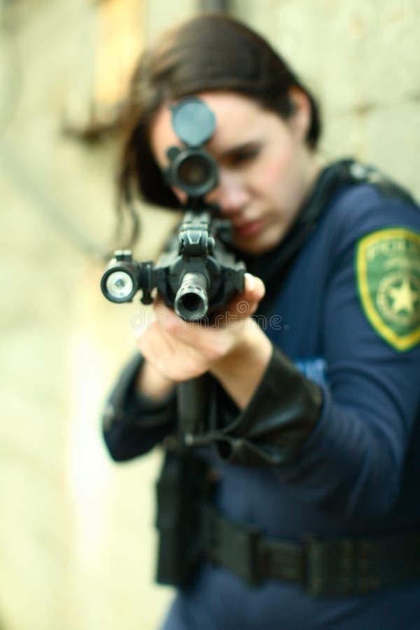 Espacio en blanco de la punta de la mujer de la policía fotografía de archivo