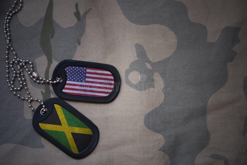 espacio en blanco del ejército, placa de identificación con la bandera de los Estados Unidos de América y Jamaica en el fondo de  imagen de archivo