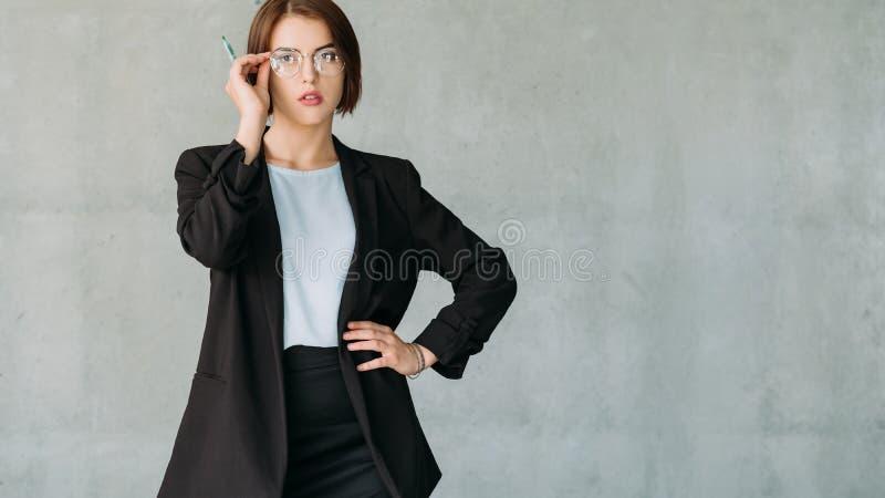 Espacio femenino de la copia del interno corporativo ambicioso fotos de archivo