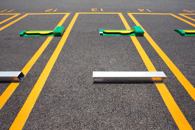 Espacio vacío en un estacionamiento fotos de archivo