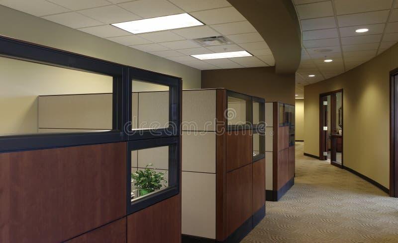 Espacios de trabajo cúbicos de la oficina fotografía de archivo