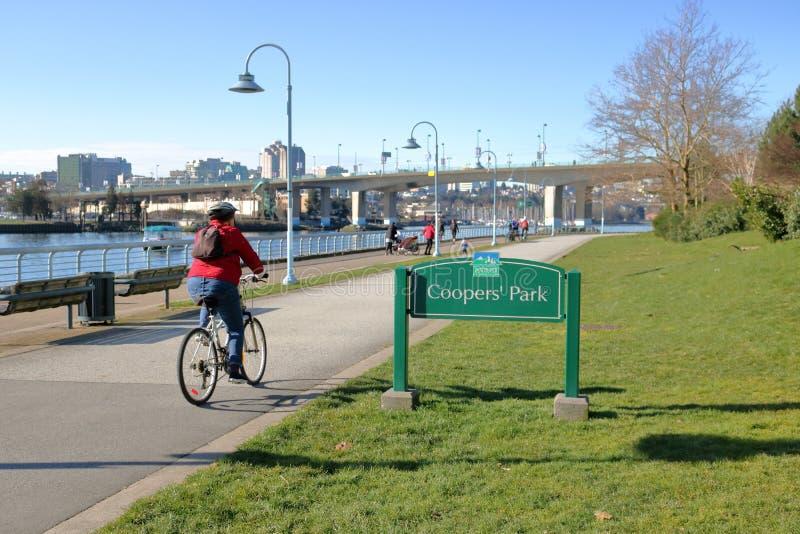Espacios y ciclista del verde de Vancouver foto de archivo libre de regalías