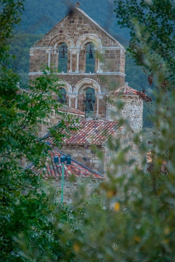 Espadaña de l'église collégiale de San Salvador de Cantamuda Palencia photo stock