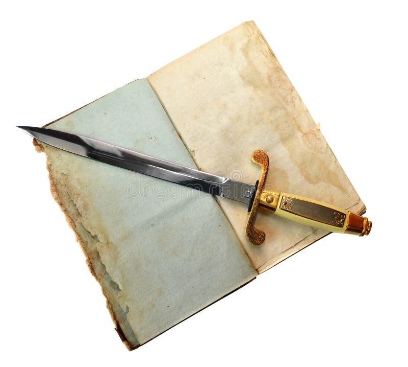 Espada pequena no diário velho aberto imagem de stock royalty free