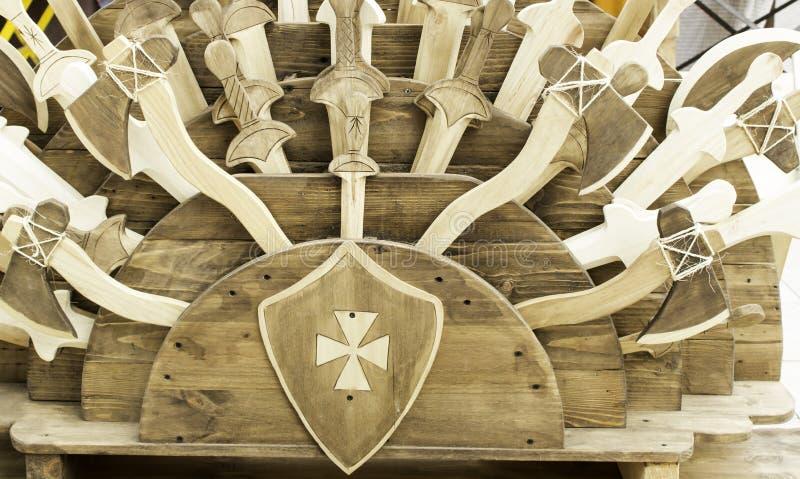 Espadas de madera medievales fotos de archivo libres de regalías