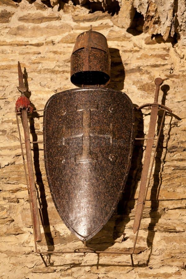 Espadas, protetor e capacete fotos de stock