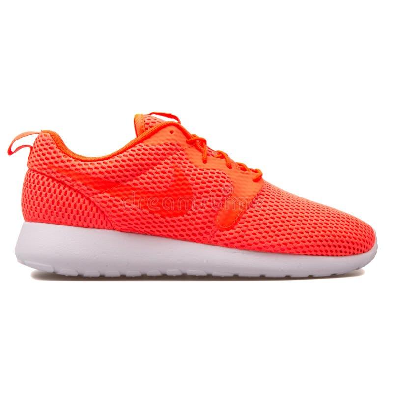 Espadrille cramoisie de total de BR de Nike Roshe One Hyper images stock
