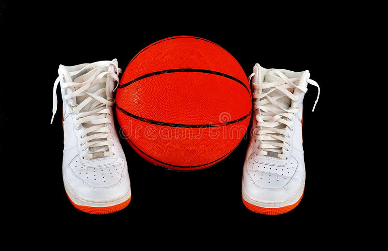 espadrilles classiques au dessus haut de chaussures de basket-ball photo libre de droits