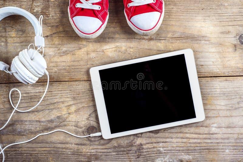 Espadrilles et écouteurs photo stock