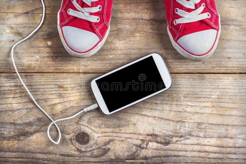 Espadrilles et téléphone photo libre de droits