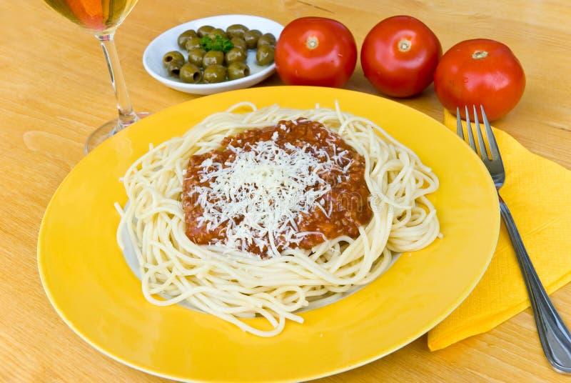 Espaguete bolonhês com queijo de Parmesão foto de stock