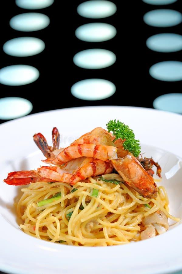 Espaguete com camarão imagem de stock