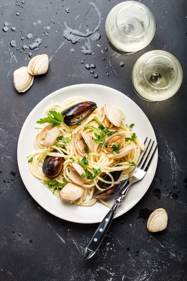 Espaguete com marisco imagem de stock