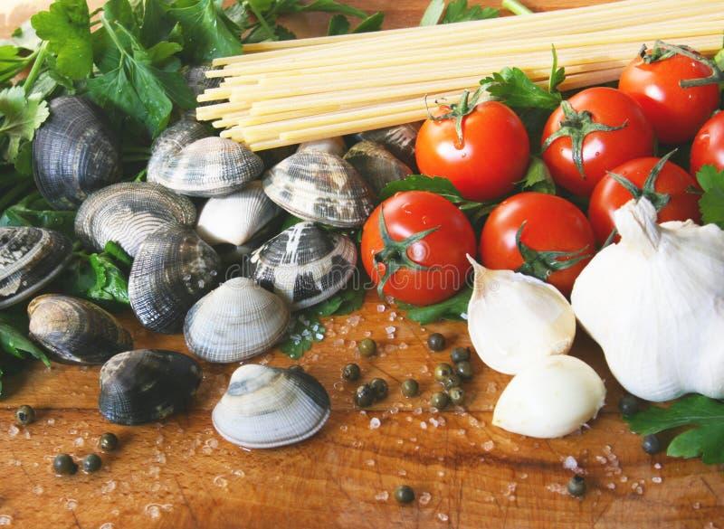 Espaguete com moluscos imagem de stock royalty free