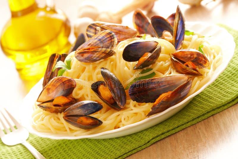 Espaguete e mexilhões fotografia de stock royalty free