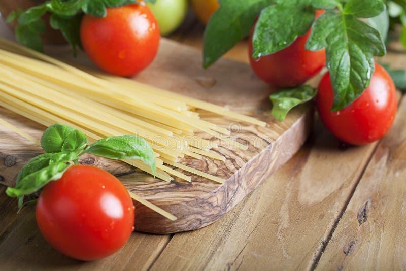 Espaguete e tomates fotos de stock