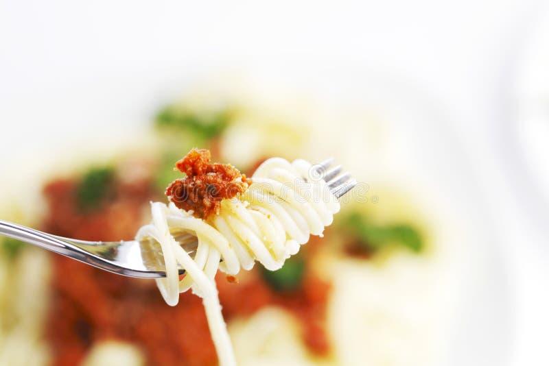 Espaguetes bolonhês e forquilha fotografia de stock