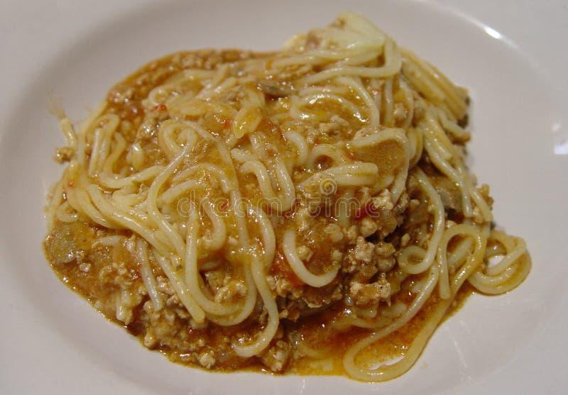Espaguetes bolonhês, o melhor alimento italiano no potlate imagens de stock