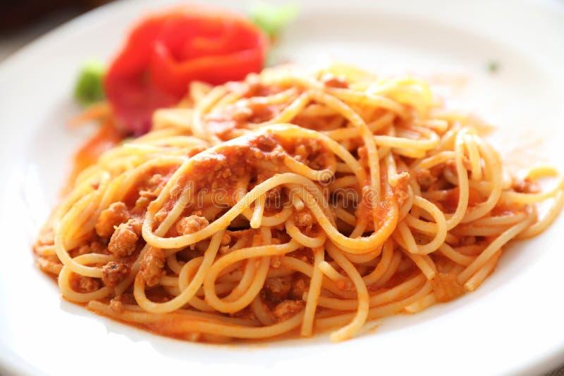 Espaguetes bolonh?s, espaguete com parte superior do molho de tomate com queijo, alimento italiano imagens de stock