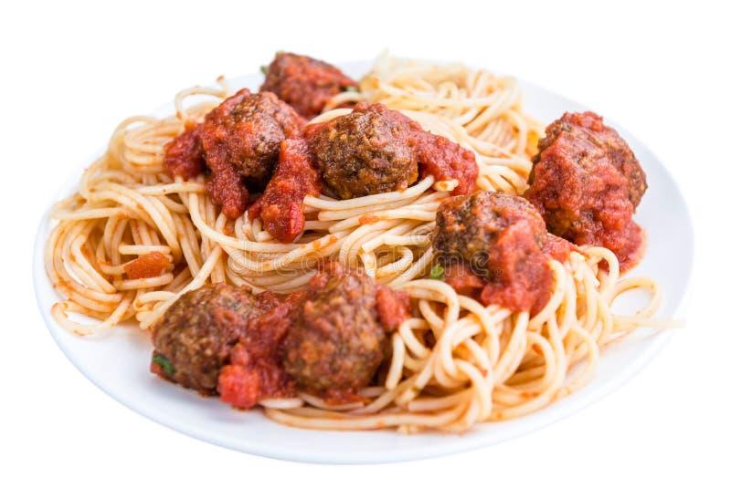 Espaguetes com as almôndegas e o molho de tomate (isolados no branco) fotografia de stock royalty free