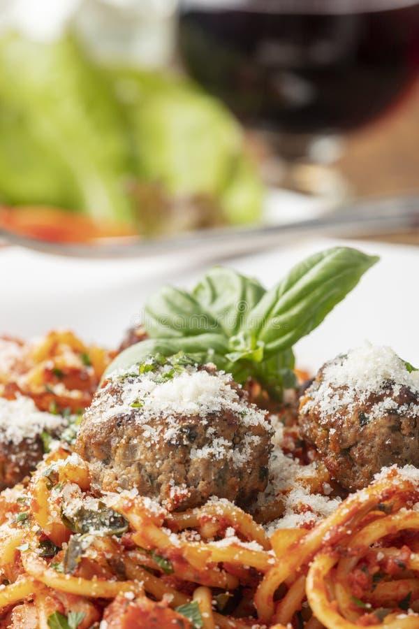 Espaguetes com bolas de carne foto de stock