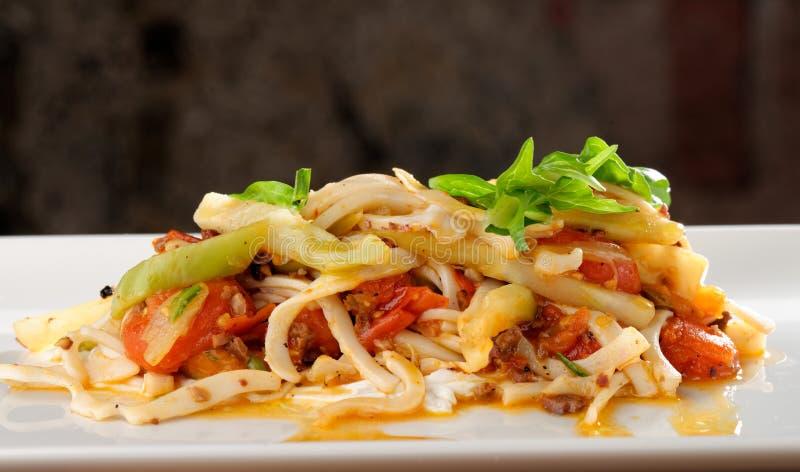 Espaguetes do marisco com calamar fotografia de stock royalty free