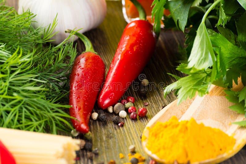Espaguetes e vegetais italianos imagem de stock