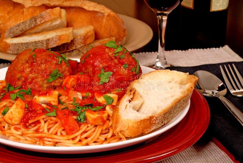 Espagueti y albóndigas foto de archivo libre de regalías