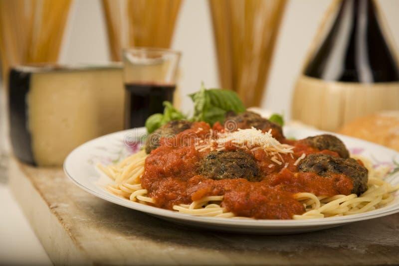 Espagueti y albóndigas. foto de archivo libre de regalías