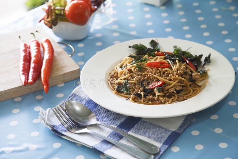 Espaguetis con cerdo picadito imagen de archivo