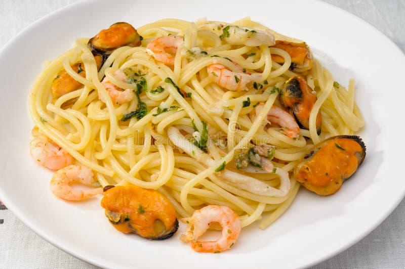 Espaguetis con el marisco fotos de archivo libres de regalías