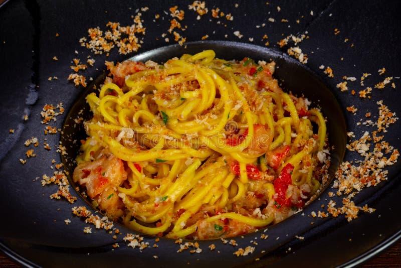 Espaguetis con la carne de cangrejo foto de archivo