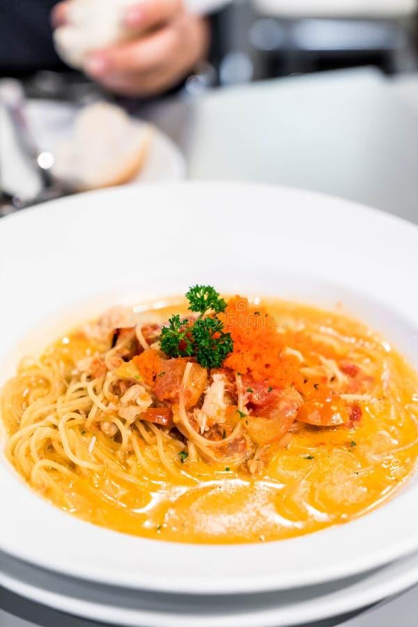 Espaguetis con la salsa cremosa del cangrejo imagen de archivo libre de regalías
