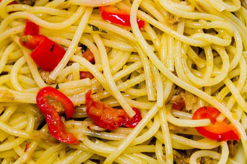 Espaguetis con la salsa de pimienta fotos de archivo