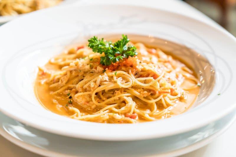 espaguetis con la salsa del cangrejo foto de archivo