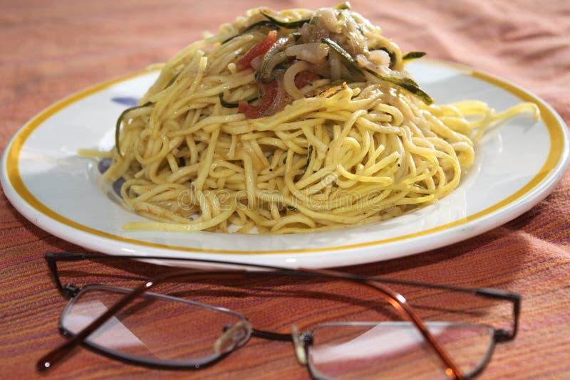 Espaguetis con las verduras foto de archivo libre de regalías