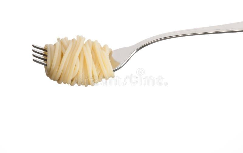Espaguetis deliciosos en un primer de la bifurcación fotos de archivo
