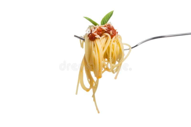 Espaguetis en la bifurcación con la salsa de tomate fresca, chees rallados del parmesano fotos de archivo